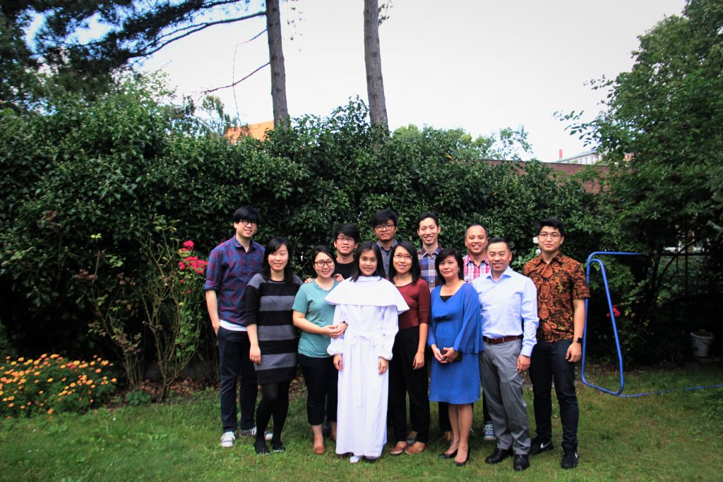 Audrey Christel Wiryadi dengan beberapa anggota HK Wilmersdorf